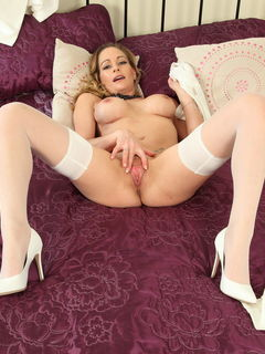 Blonde busty MILF Elegant Eve playing with her pussy in sexy stockings