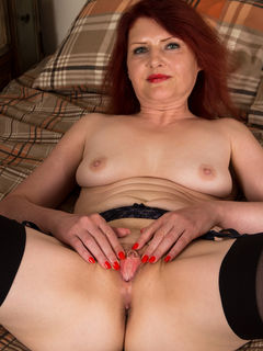 Redhead housewife Cee Cee spreading her cunt