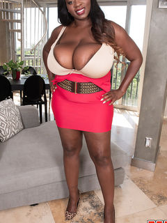 Black Mahogany Masters playing with her boobs