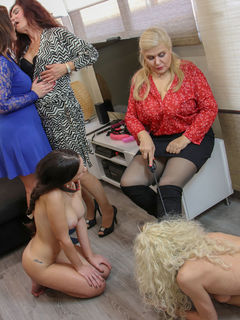 Five old and young lesbians have a dildo party