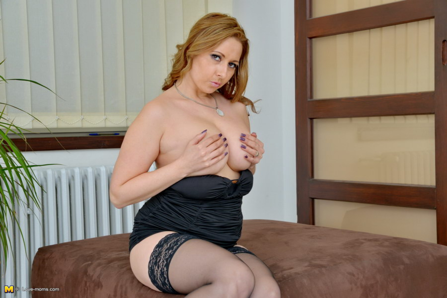 Daria glover loves playing with pussy 9