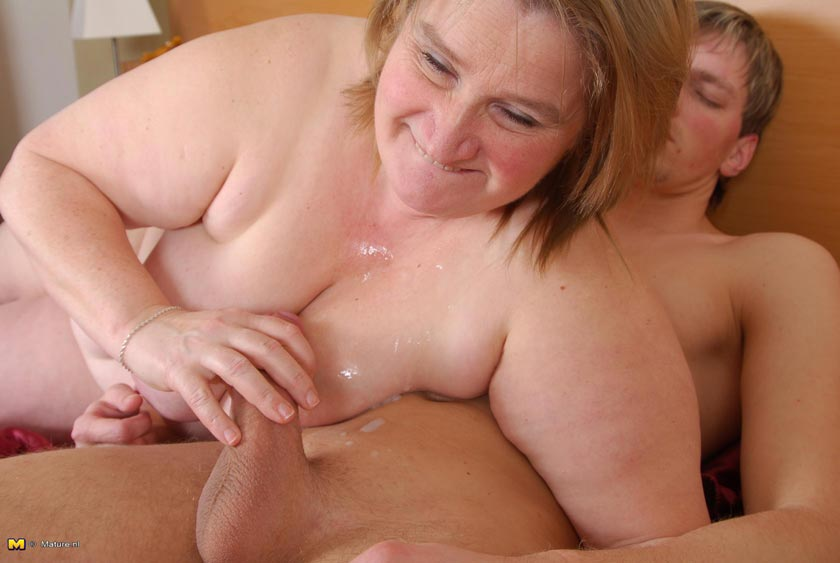 Mature ladies hard fucking videos