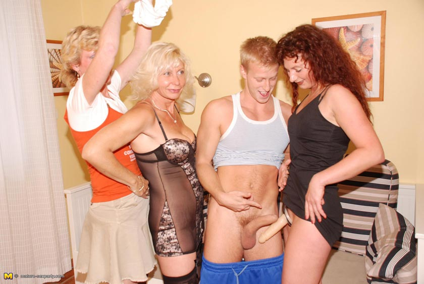 Mature ladies fuck one guy three