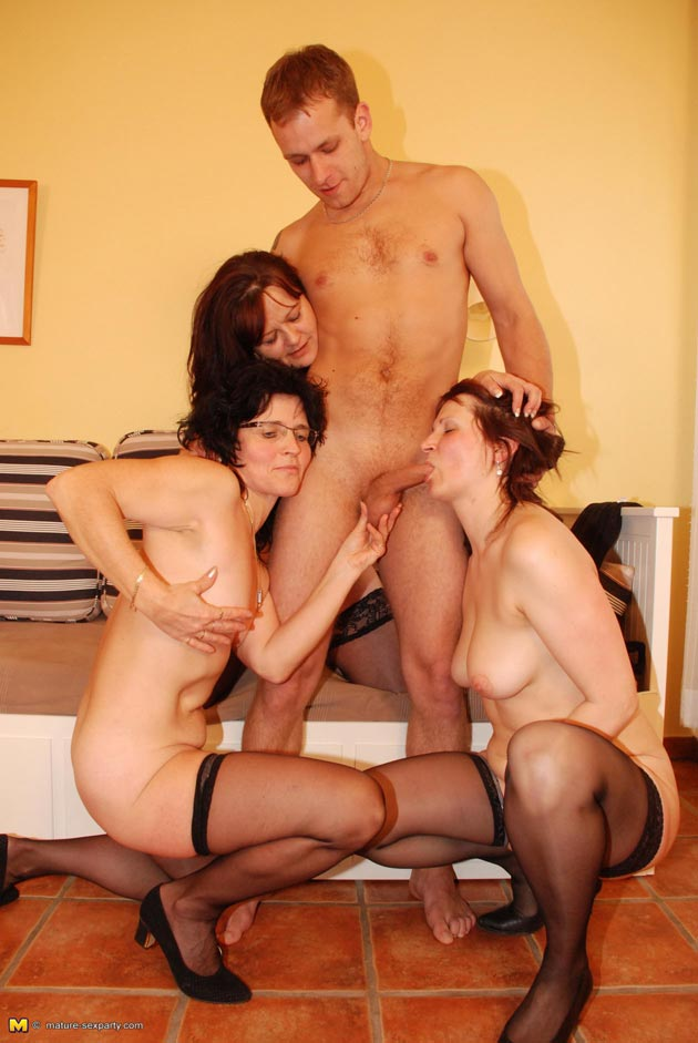 One dude multiple mature women porn
