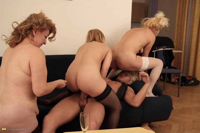 This horny dude loves three old pussies